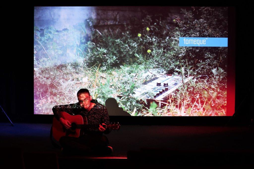 live-bmovie-01-gr.jpg